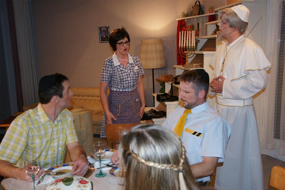 2013_Der Tag an dem der Papst gekidnappt wurde 11